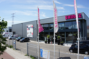 1000 m2 showroom, langs de A16 in Dordrecht