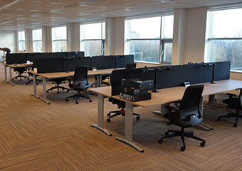 Entrada Bureaus, interstuhl Every Chilback & D960DG monitorarmen
